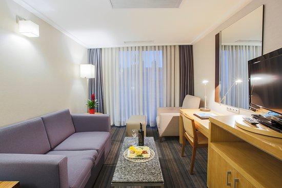 Housez Suites & Apartments: Business Suite