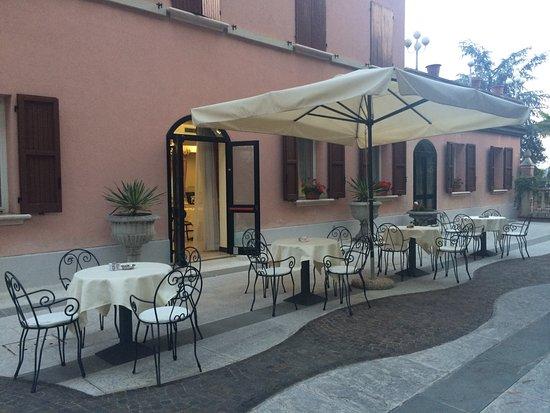 Mordano, Italia: Colazione all'aperto