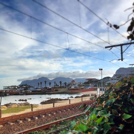 Kalk Bay, Sydafrika: View from the tables along the railway line. A must option if the weather permits.