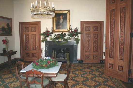 Greensboro, Carolina do Norte: period style and family heirloom pieces fill the home