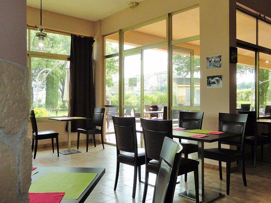 Hotel Le Logis du Chateau: Une partie de la salle à manger