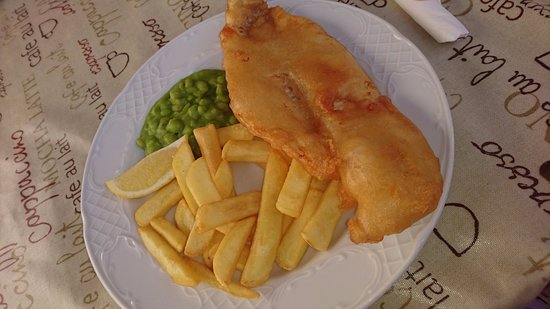 Alcaucin, Ισπανία: Fish, chips and peas...Yum!