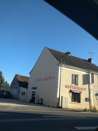 Dange-Saint-Romain, Frankrike: TA_IMG_20161202_150130_large.jpg