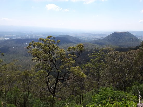 Toowoomba, Australia: Full view of the Table Top Mountain from the Picnic Point Lookout