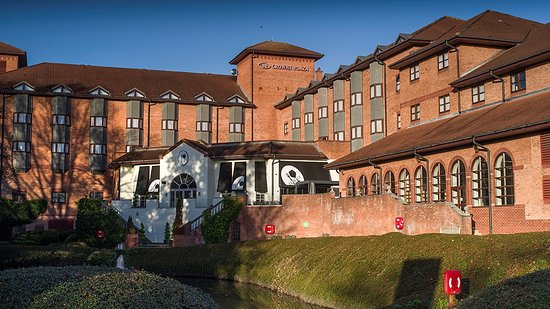 Crowne Plaza Solihull: Outside view of the hotel and grounds
