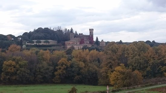 """Soggiorno Taverna Celsa: Vista della camera """"Il Castello"""""""