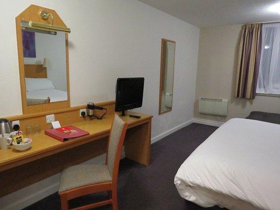 Leonardo Hotel Edinburgh City Centre (Haymarket): First Room