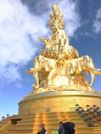 Эмэйшань, Китай: golden budha