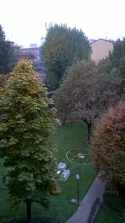 Mercure Bologna Centro: Вид из окна на внутренний дворик отеля.