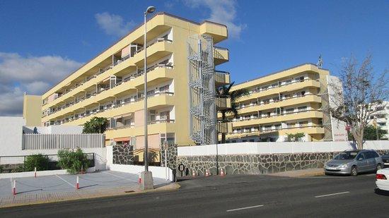 Apartamentos Las Camelias: De flesta rum liggger åt väster och ju högre man bor ju längre kvällsol får man