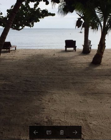 Maya Beach Hotel: This is a view from the front deck of the King Tide