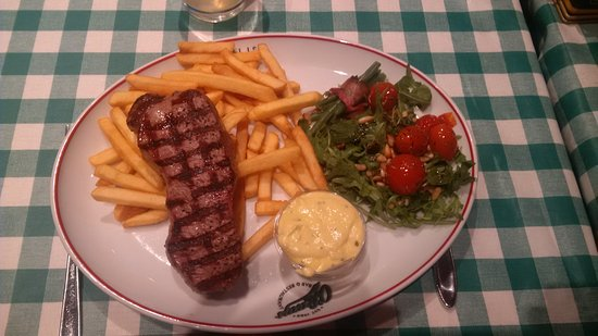Kastrup, Dinamarca: Steak & chips - the salad was great too