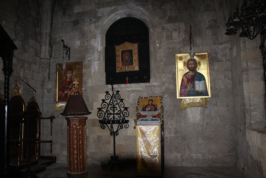Filerimos, Yunanistan: внутри храма Богородицы
