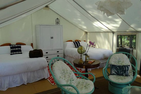 Sundridge, Canadá: Glamping, Anyone? One of four luxurious Glamping Tents
