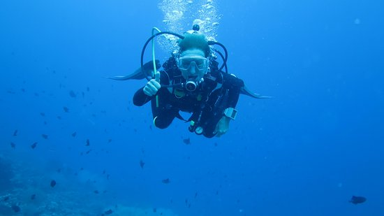 Thulusdhoo Island: Diving activities