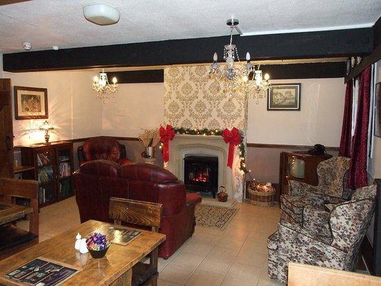 New Radnor, UK: Breakfast room & Lounge
