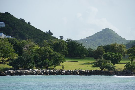Simpson Bay, St. Maarten/St. Martin: sailing along shoreline