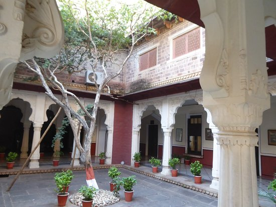 WelcomHeritage Umed Bhawan Palace: One of the courtyards