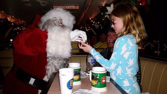 ซาราโตกาสปริงส์, นิวยอร์ก: Santa delivers the silver bell to those who believe