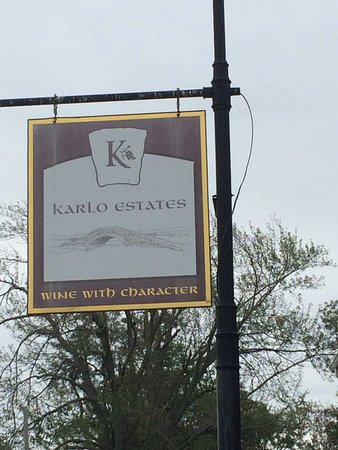 Karlo Estates Winery: Welcome to the Winery