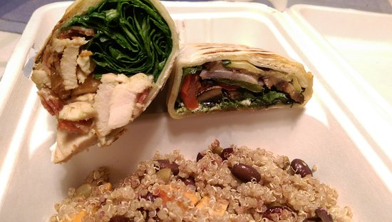 Кембридж, Канада: maple bacon wrap (on the left), grilled veggie wrap (on the right), & sweet quinoa salad. Yum.