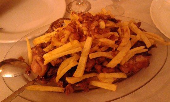 Паоакуельос-де-Харама, Испания: Conejo al ajillo con patatas fritas