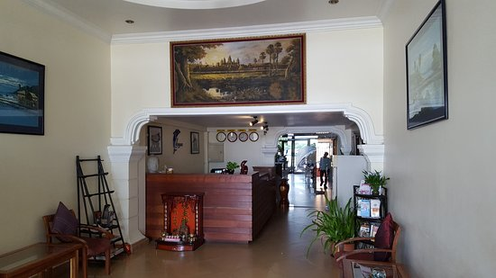 Cozyna Hotel: The reception area