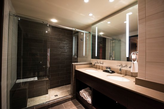 Roland, OK: Bathroom