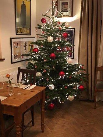 Wymondham, UK: Dining Room Christmas Tree