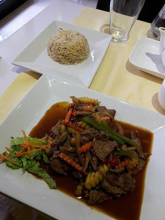 Nanterre, France: Bœuf sauté et riz cantonais