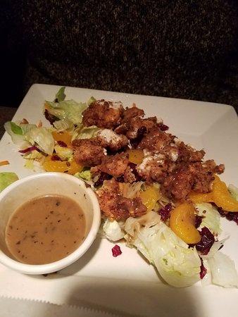 Daphne, Алабама: pecan tender salad