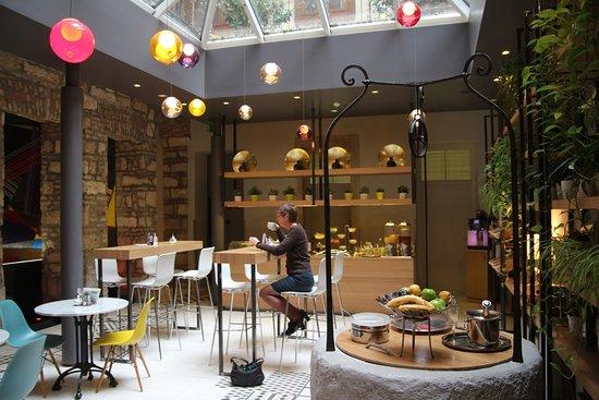 Casati Budapest Hotel: Breakfast room