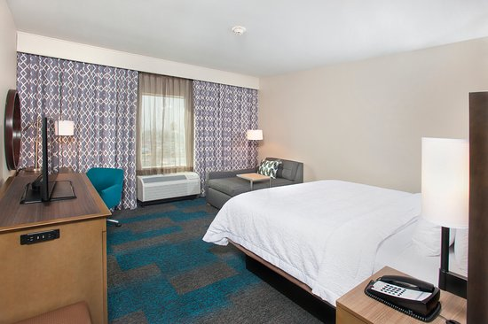 Hampton Inn and Suites LAX El Segundo - standard king