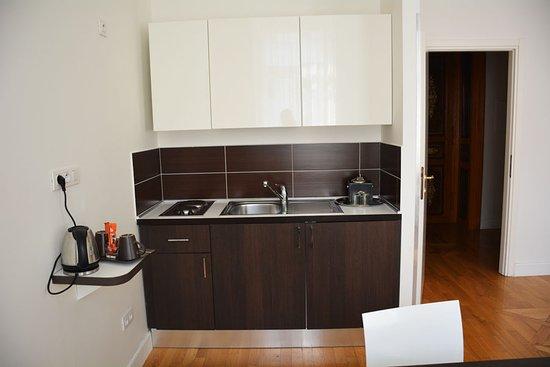 Deminka Palace: Кухонная зона