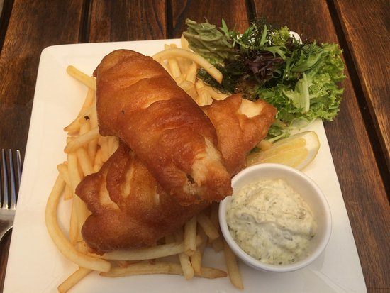 Dunsborough, Australië: beer-battered fish and chips with tartare sauce