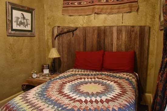 Buffalo, WY: Our bedroom. One of two bedrooms as part of the Cowboy Bunkhouses. My son used the other room.
