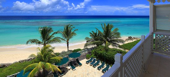 Worthing, Barbados: Beach view from one of the hotel rooms.