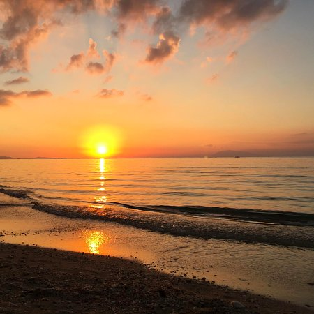 Calatagan, Philippines: Sunset at burot beach. Batangas is one of the places with the most beautiful sunsets.