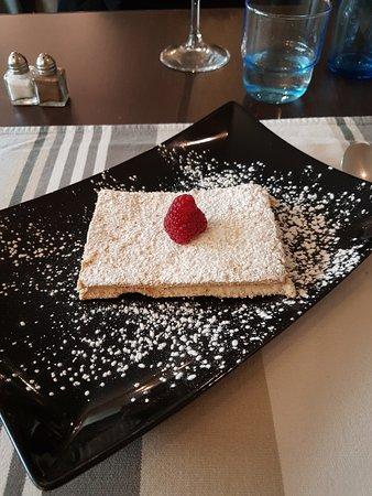 Saint Cyr l'Ecole, France: Dessert basque: le Russe de chez Artigarrède.