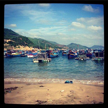 Quy Nhon, Vietnam: This is the beach on the opposite side of the village, near the Life's a Beach apartments