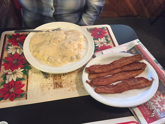 Woods Creek Cafe : Gravy, Gravy, Gravy with side of Bacon