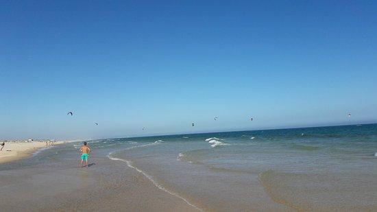Fuzeta, Portugal: weiter und flacher schöner Strand Richtung Tavira