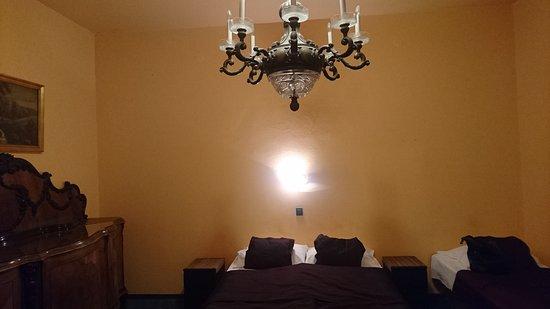 Budapest - Attila Hotel & Pension - impessioning room