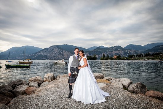 wedding photos outside la voglia