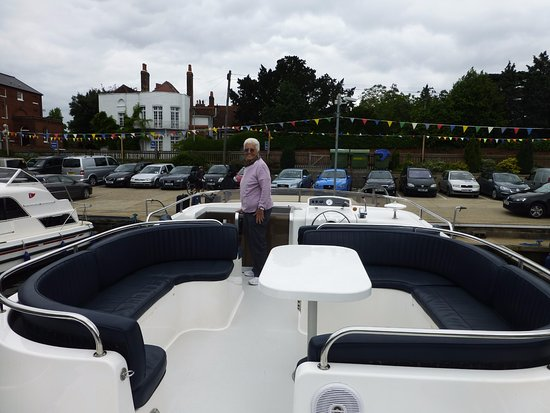 Datchet, UK: Kris Cruisers Lady Elizabeth- Upper deck also has flybridge to sail and extra empty small deck a