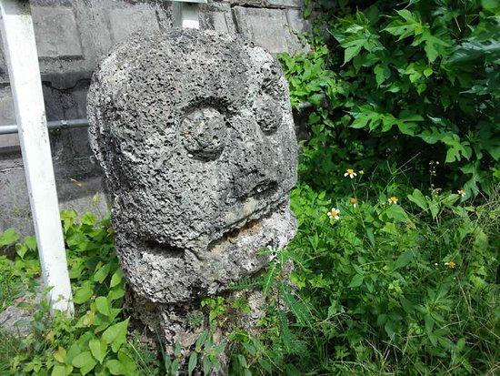 Haebaru-cho, Japan: 本部の石獅子|南風原町