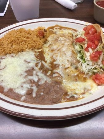 Littlerock, CA: Chicken enchilada and chicken taco combination.