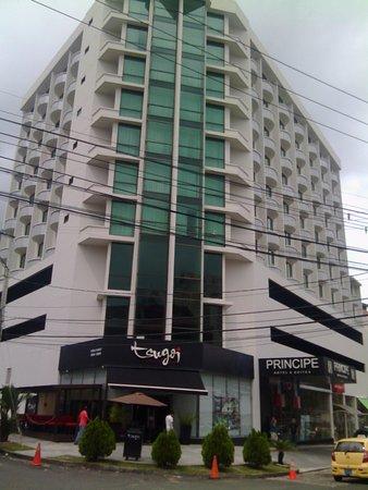Hotel Principe & Suites: Restaurante Japones en la esquina del Hotel