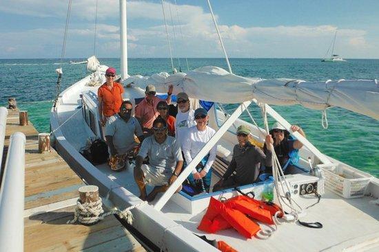Sirena Azul Sailing Tours: The whole gang