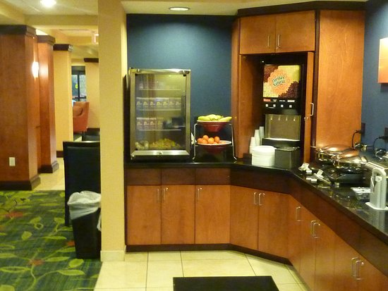 Kodak, TN: Fairfield Inn_Breakfast Buffet
